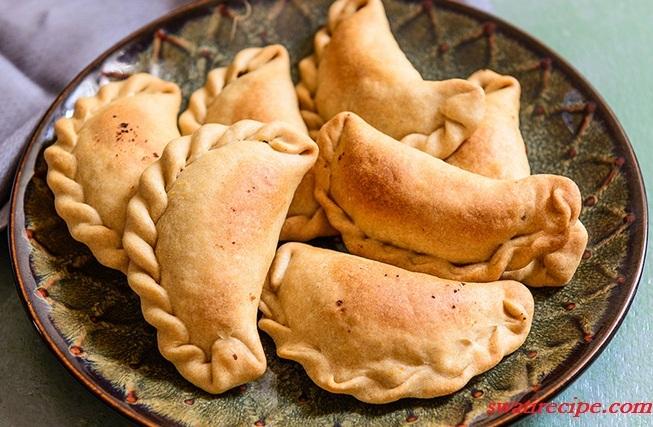 Cake Banane Ki Recipe Dikhao: लाजवाब गुजिया बनाने की रेसिपी जानना हर कोई चाहेगा